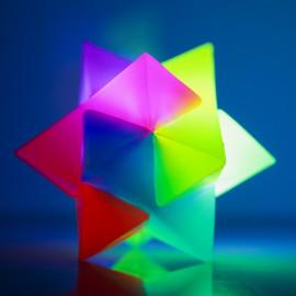 Świecąca odbijająca się gwiazdka 3D